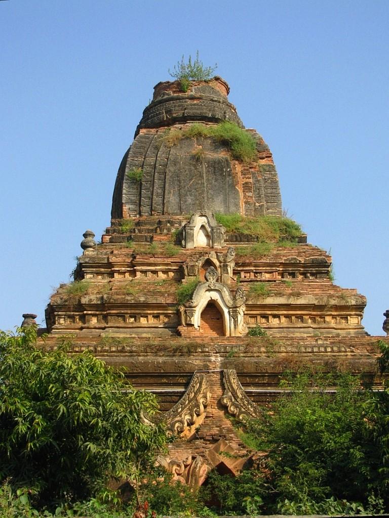 Zdjęcia: Amarapura, środkowa Birma, zapomniana stupa, MYANMAR