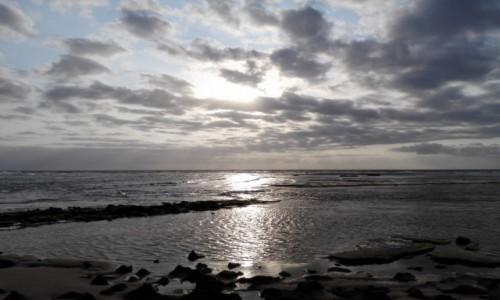 MOZAMBIK / Poł. - wschodni Mozambik  / Zatoka Tofo/ plaża / Będzie dobrze
