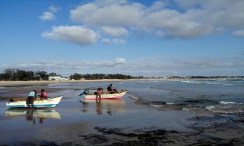 MOZAMBIK / Poł. - wschodni Mozambik  / Zatoka Tofo/ plaża / Na ryby