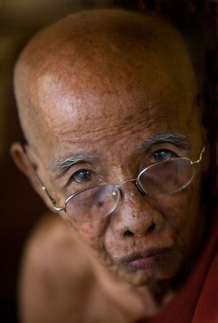 Zdjęcia: Rangoon, Rangoon, mnich, MYANMAR