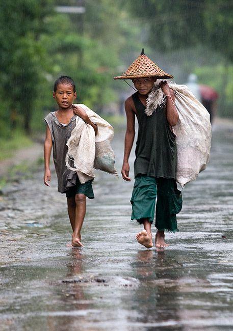 Zdjęcia: Ngapali, Rakhine , deszczowi przyjaciele, MYANMAR