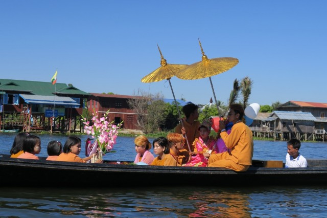 Zdjęcia: In LAke, In LAke, Droga do nowicjatu, MYANMAR