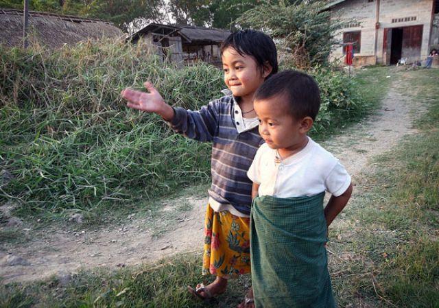 Zdjęcia: Nad Jez.INLE, Płd.Birmy, DROGOWSKAZ, MYANMAR