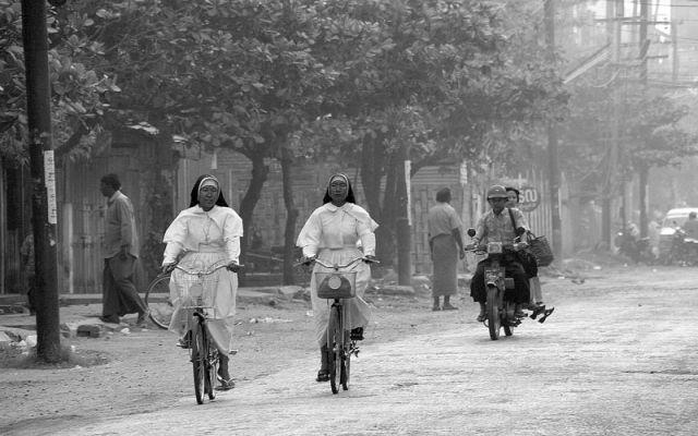 Zdj�cia: YANGON, Sport to zdrowie, MYANMAR