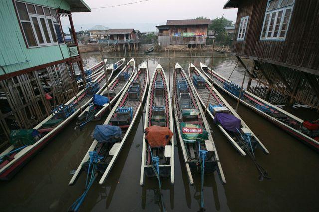 Zdjęcia: NYAUNG SHWE nad j.INLE, Parking, MYANMAR
