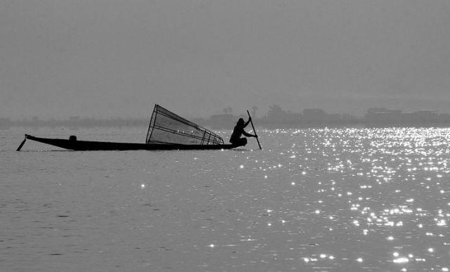 Zdjęcia: JEZIORO INLE, Rozpoczynamy połow, MYANMAR