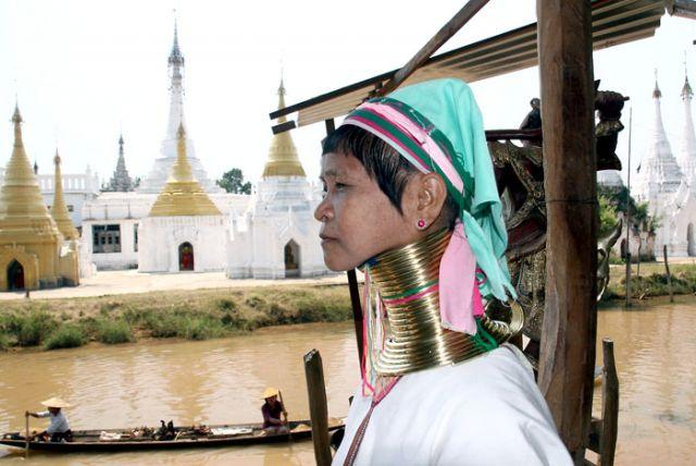 Zdjęcia: NYAUNG SHWE nad j.INLE, Z cyklu kobiety Swiata, MYANMAR