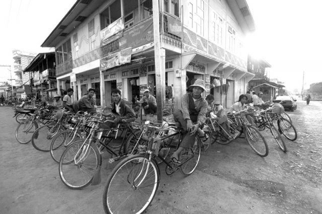 Zdj�cia: Nyaungshwenad jez.Inle, Taxi, MYANMAR