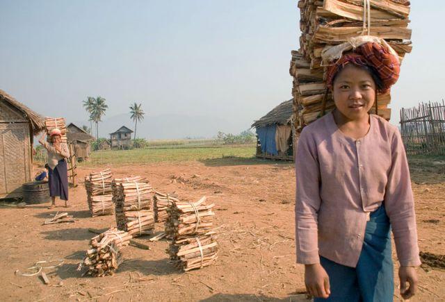 Zdjęcia: Nyaungshwenad nad j.INLE, W drodze na targ, MYANMAR