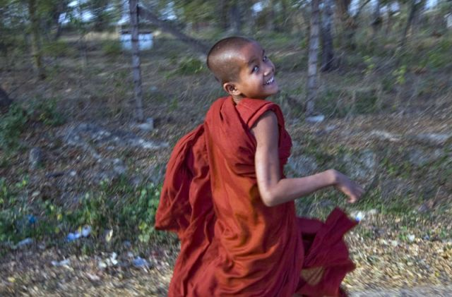 Zdjęcia: Nyaungshwe, Kto pierwszy?, MYANMAR