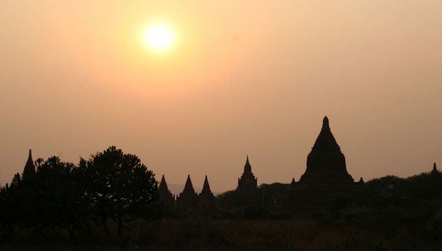 Zdjęcia: BAGAN Kompleks Swiątyń, Zachód słońca nad BAGAN, MYANMAR