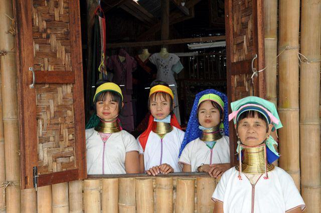 Zdjęcia: Inle Lake, Jedne z mieszkanek Inle Lake Kobiety-Zyrafy., MYANMAR