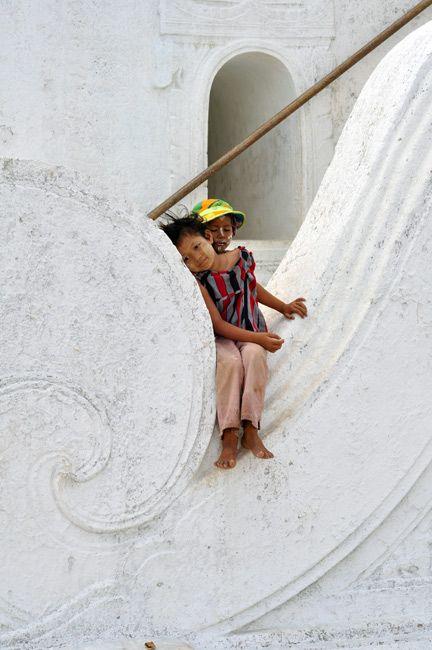 Zdjęcia: Mandalay, Dzieciaki w okolicy Mingun Paya, MYANMAR