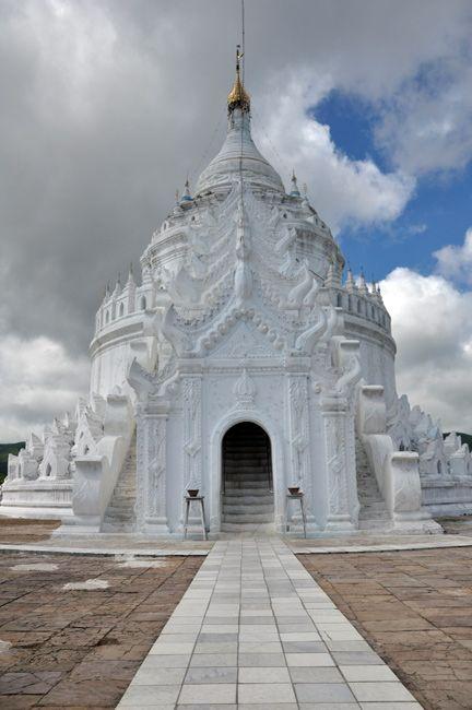 Zdjęcia: Mandalay, Jedna z pagod w okolicy Mingun Paya (nie pamietam nazwy).. , MYANMAR