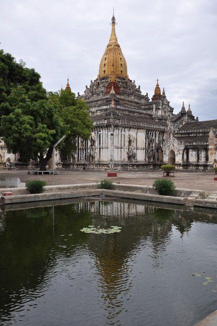 Zdjęcia: Bagan, Bagan - jedna z pagod do ktorej mozna wejsc, MYANMAR