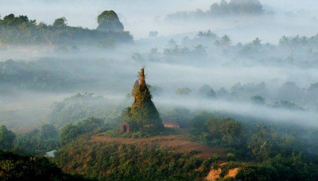 Zdjęcia: Mrauk U, Rakhaing, mgły w Mrauk U, MYANMAR
