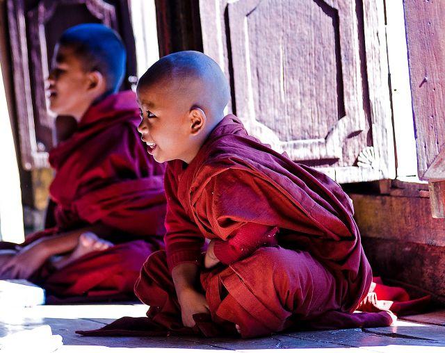 Zdjęcia: Nyaugshwe, Inle Lake, przerwa w nauce , MYANMAR
