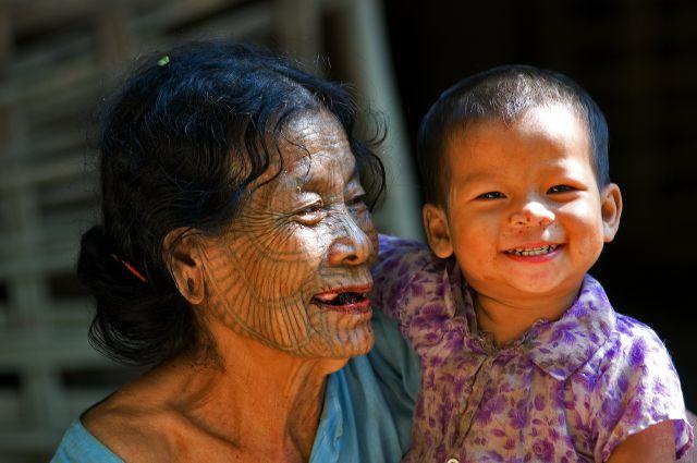 Zdjęcia: Lemro River, Chin State, dwa pokolenia, MYANMAR