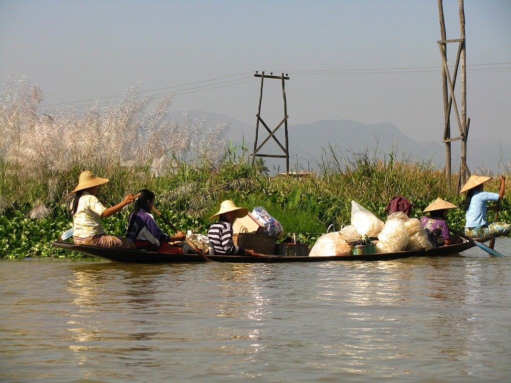 Zdjęcia: jezioro Inle, stan Shan, środek transportu po jeziorze, MYANMAR