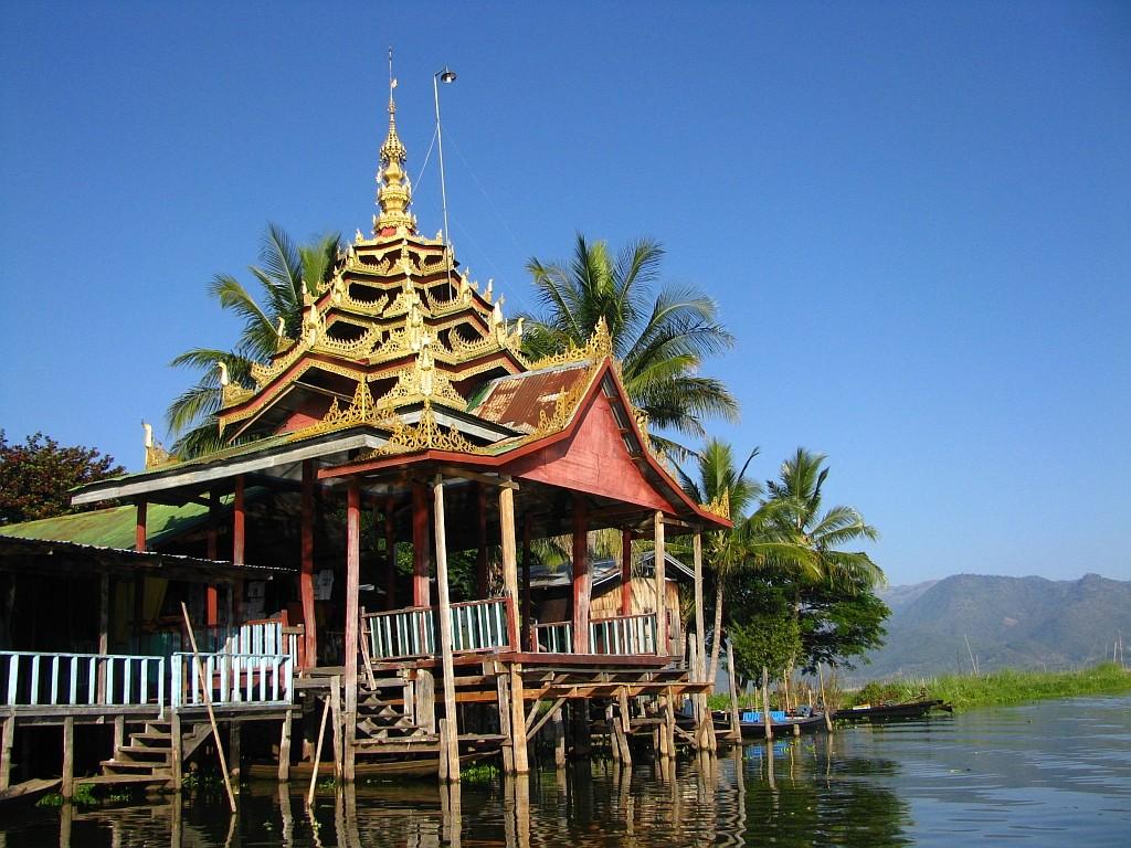 Zdjęcia: jpaoda Phang Daw OO, stan Shan, klasztor Skaczącego Kota, MYANMAR