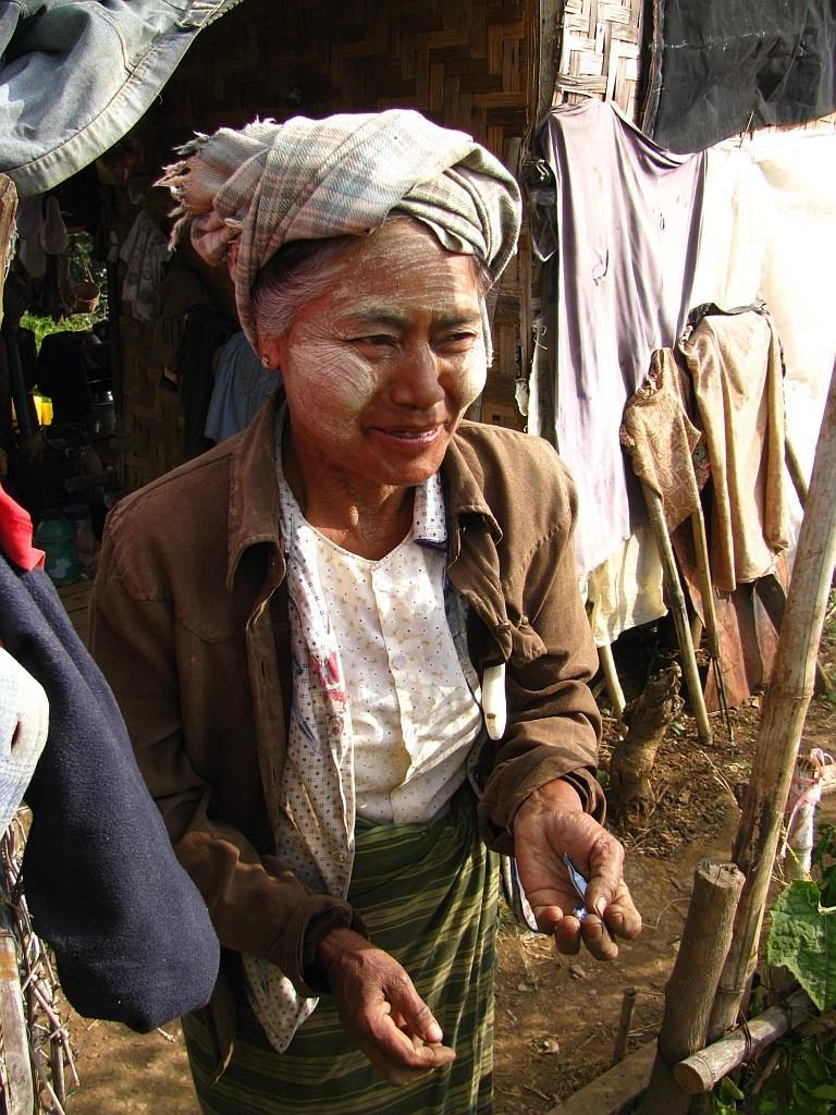Zdjęcia: okolice jeziora Inle, stan Shan, portret kobiety z ludu Pa-O, MYANMAR