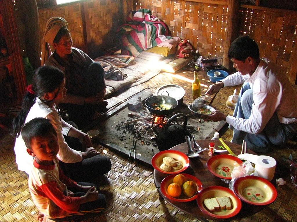 Zdjęcia: okolice jeziora Inle, stan Shan, trekking - wiejska chata, MYANMAR