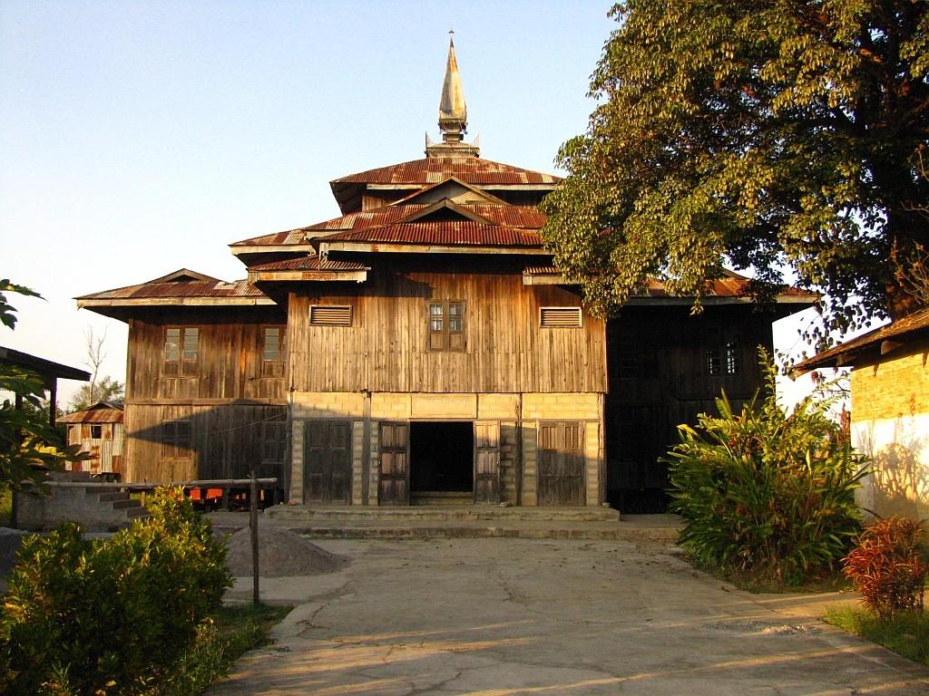 Zdjęcia: okolice jeziora Inle, stan Shan, wiejski klasztor, MYANMAR