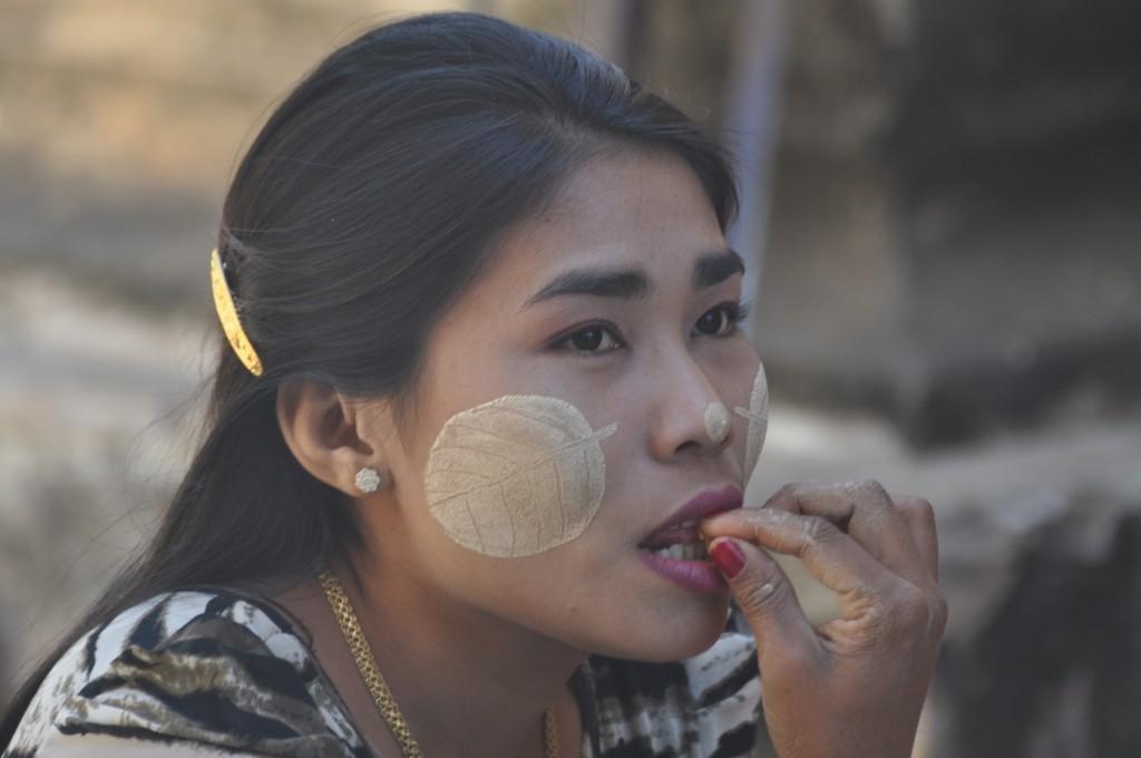 Zdjęcia: Bagan, Bagan, Zmysłowy listek, MYANMAR