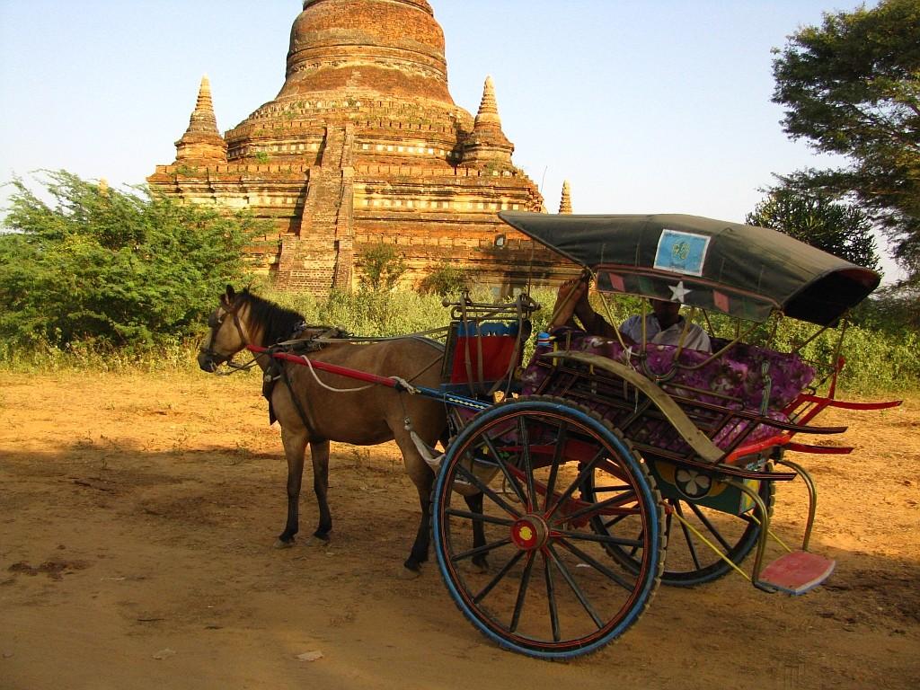 Zdjęcia: Stary Bagan, środkowa Birma, nasza taksówka, MYANMAR