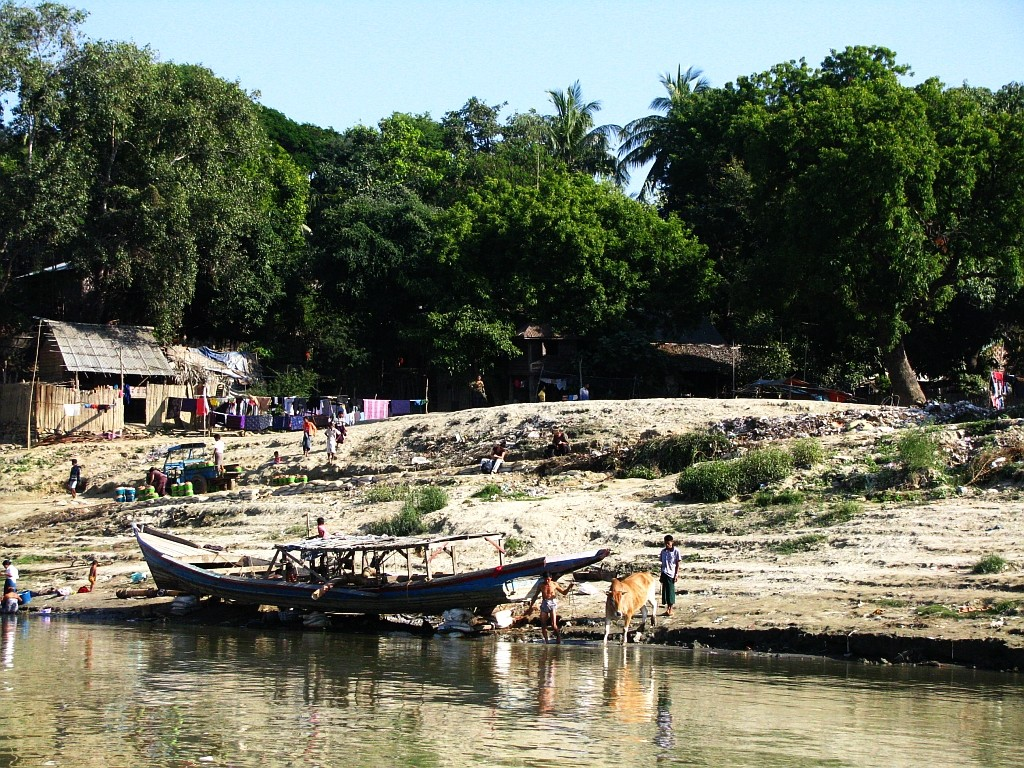 Zdjęcia: Nyaung OO, środkowa Birma, przystań łódek nad Irawadi, MYANMAR