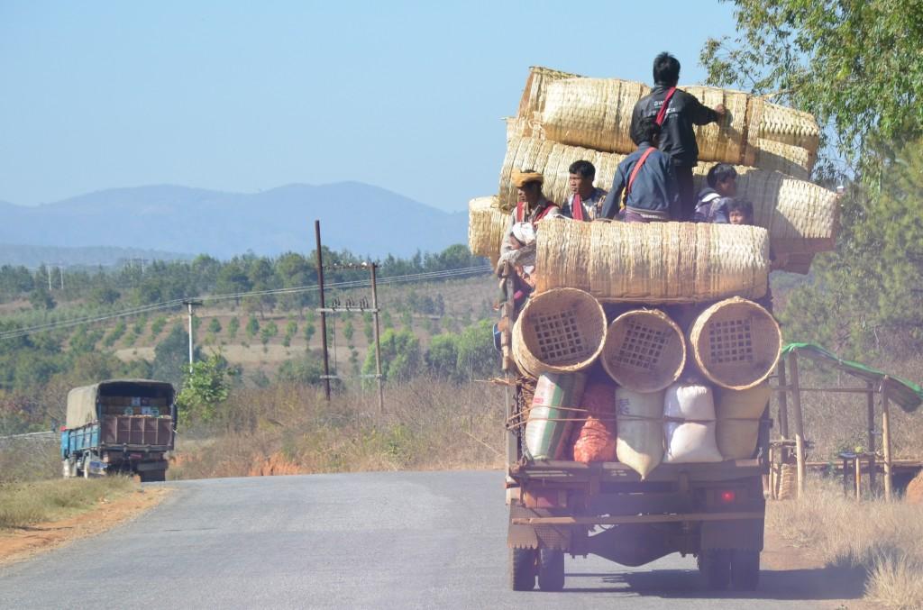 Zdjęcia: po drodze, gdzieś po drodze, Środki transportu, MYANMAR