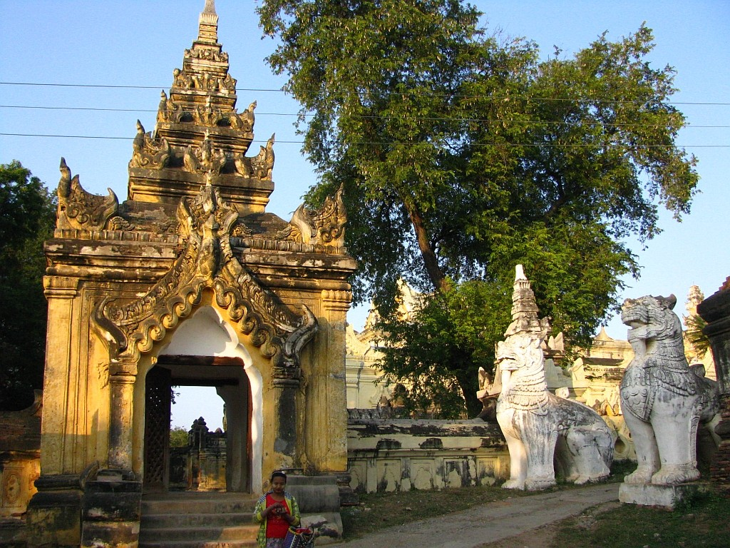 Zdjęcia: Inwa, okolice Mandalay, Maha Aungmye Bonzan Kaung, MYANMAR