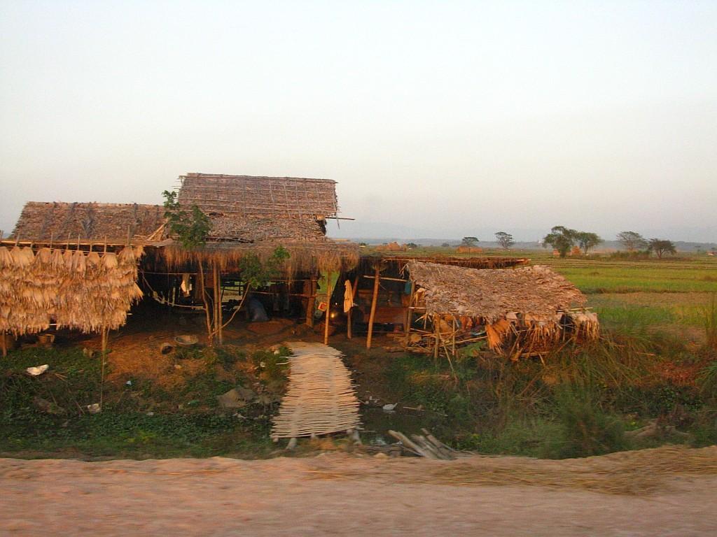 Zdjęcia: ., trasa Bago - Kinpun, gdzieś na drodze, MYANMAR