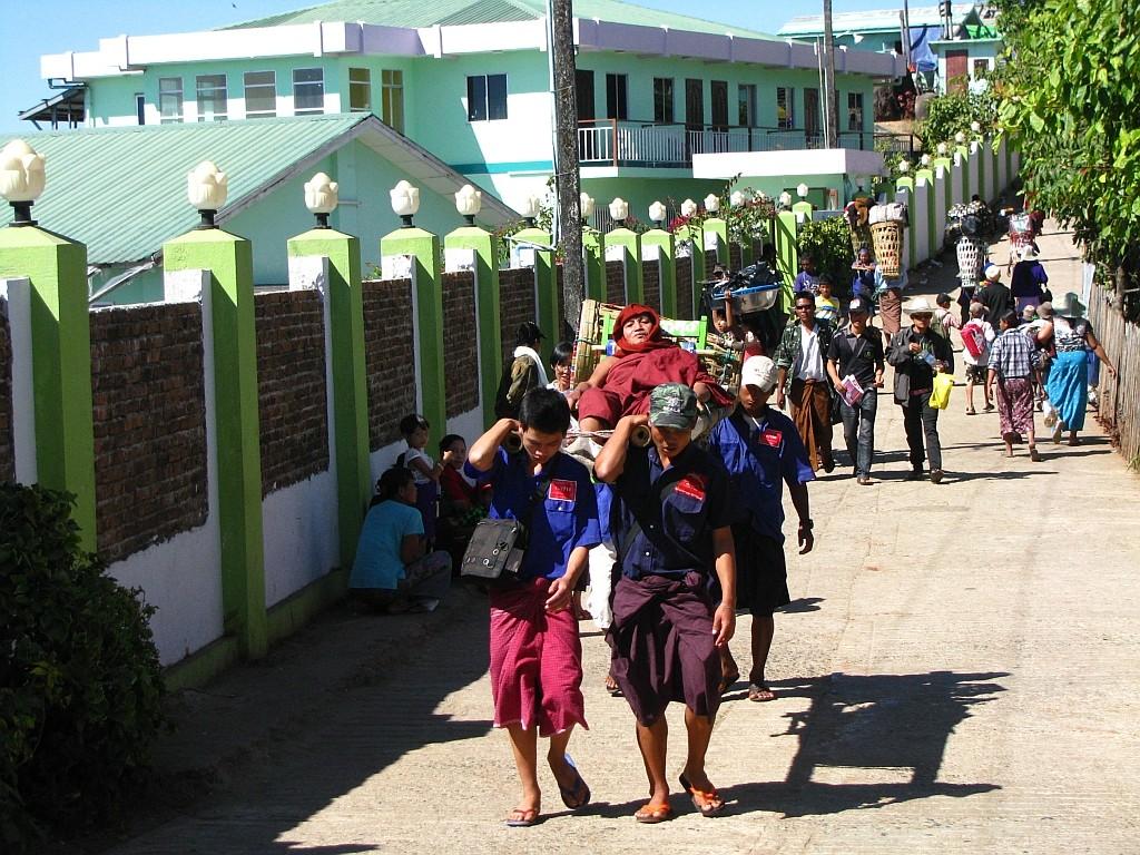 Zdjęcia: Kyaiktiyo, okolice Bago, dla wygodnych, MYANMAR