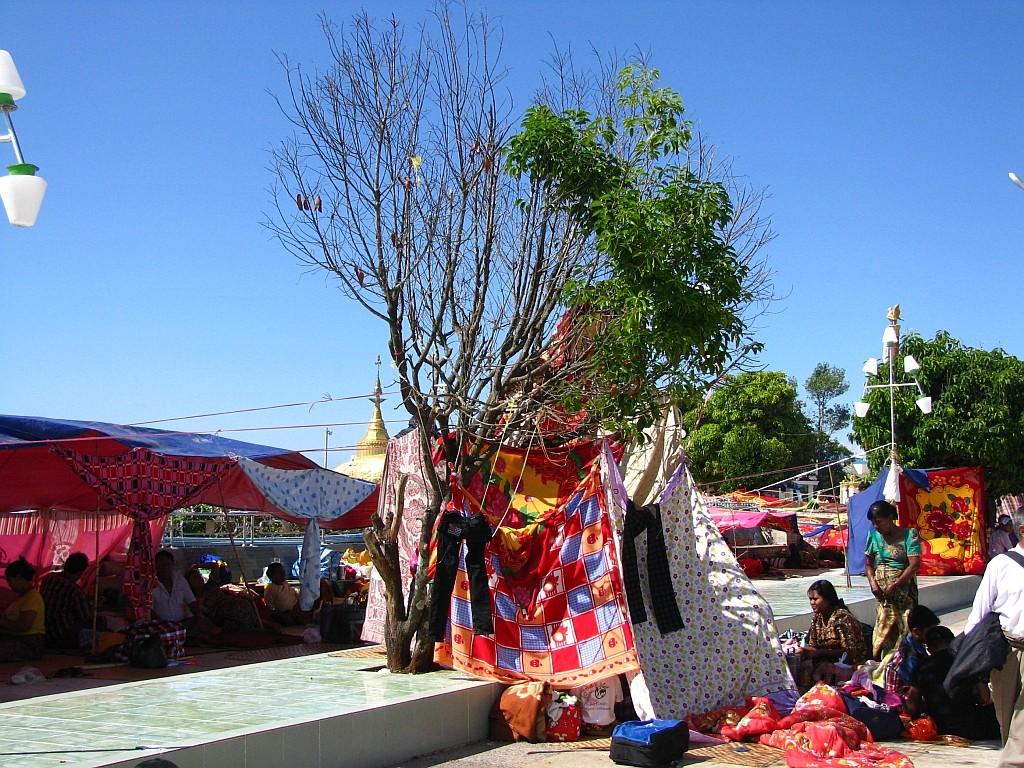 Zdjęcia: Kyaiktiyo, okolice Bago, pielgrzymi, MYANMAR