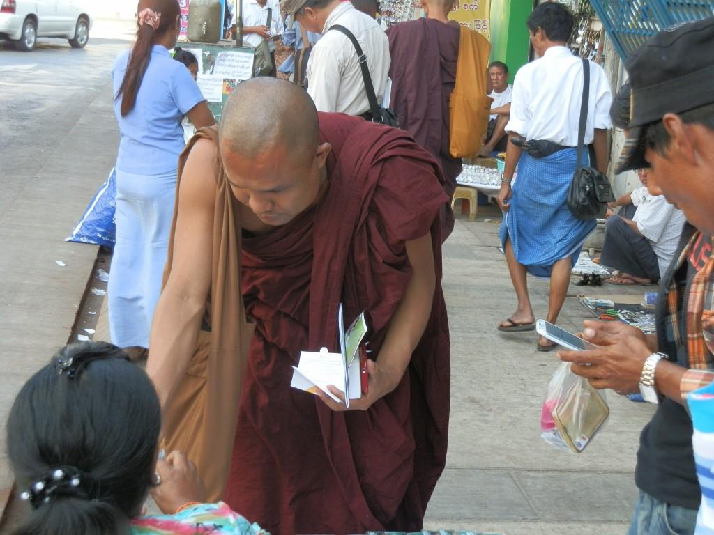 Zdjęcia: Dawna stolica, Rangon, Mnich, MYANMAR