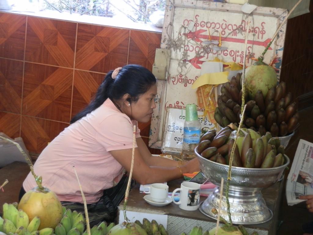 Zdjęcia: Rangon, Rangon, Modlitwa i skupienie, MYANMAR