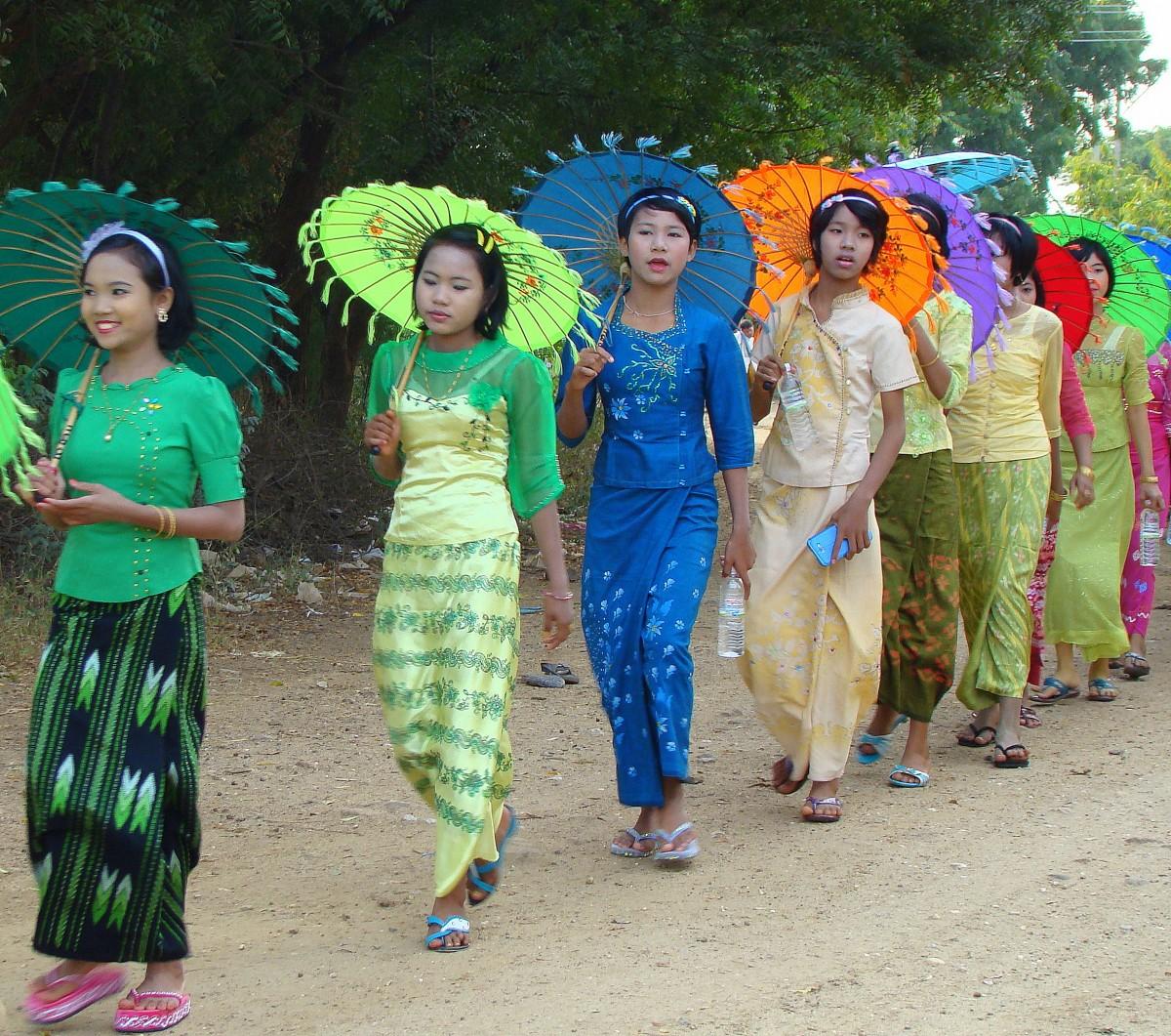 Zdjęcia: gdzieś po drodze, Na imprezę, MYANMAR