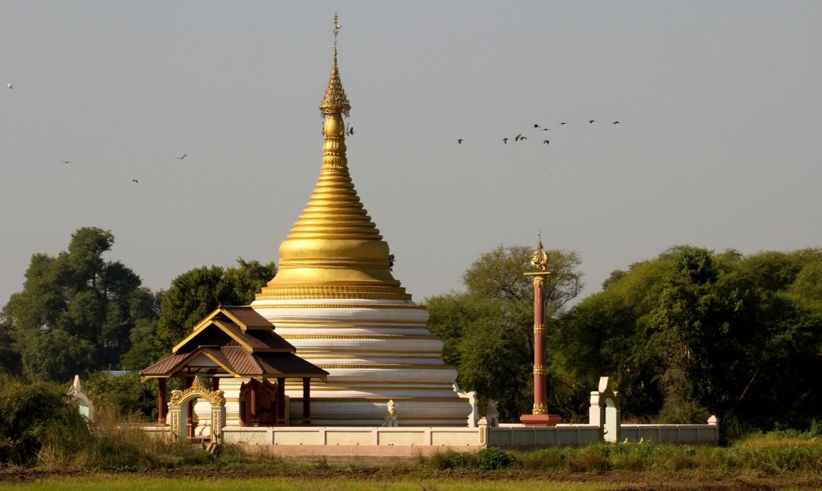 Zdjęcia: Inwa , Mandalaj, Myanmar (Birma) Ibisy nad Białą Pagodą, MYANMAR