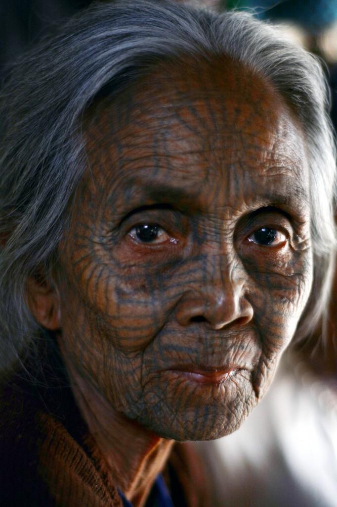 Zdjęcia: wioska Chin, niedaleko Mrauk U, Stan Arakan, dystrykt Sittwe, Kobieta Chin , MYANMAR