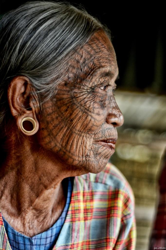 Zdjęcia: W okolicy Mrauk U, Stan Arakan, dystrykt Sittwe, Babcie Chin do kolekcji , MYANMAR