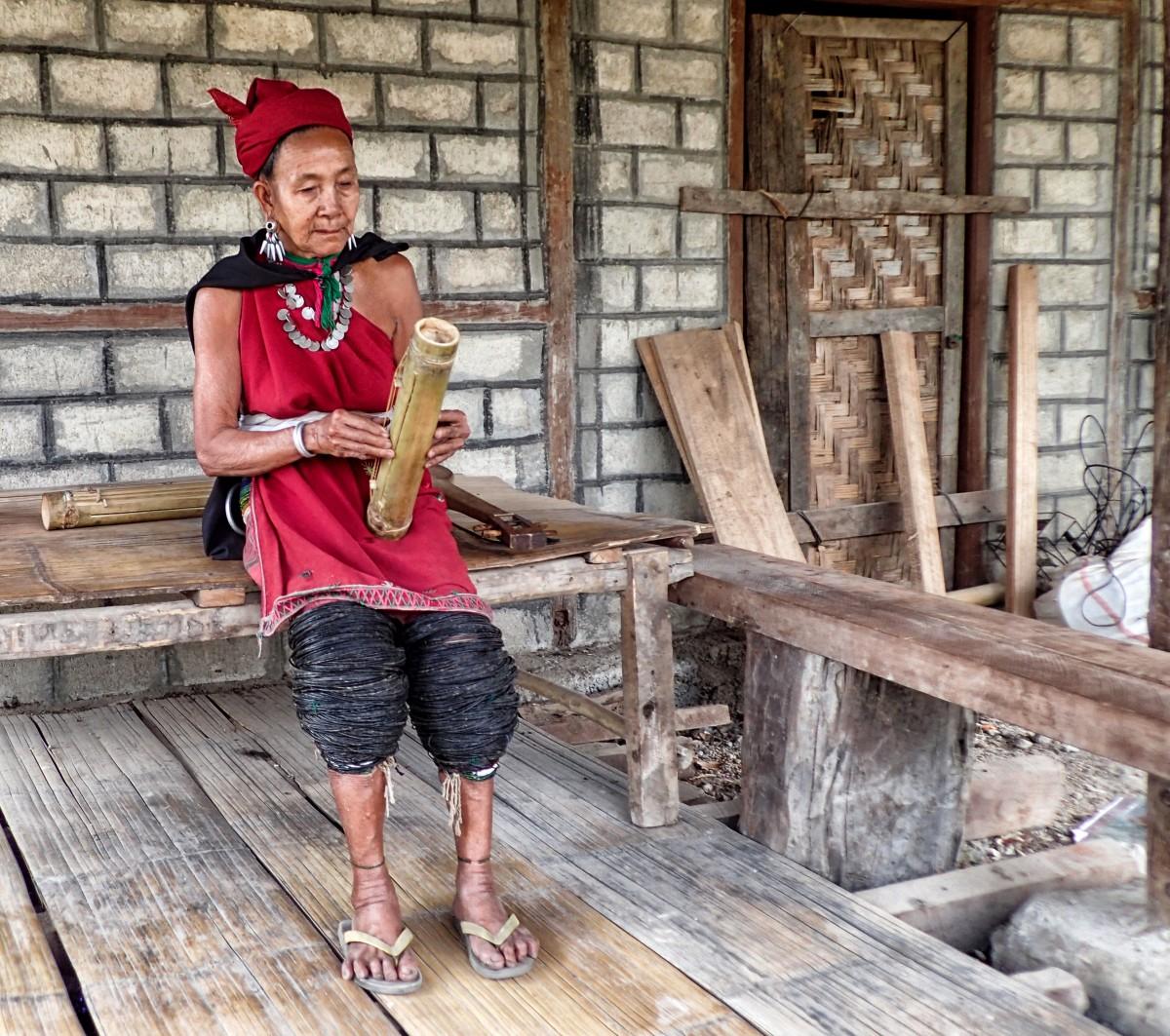 Zdjęcia: w pobliżu wiosek Ka Yah, stan Kaja, Ka Yah ze sznurkami zamiast obrączki - zdjęcie poglądowe ;), MYANMAR