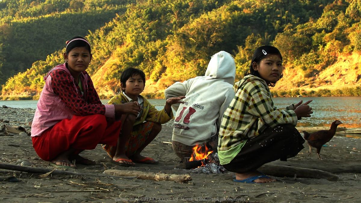 Zdjęcia: Mar Ta Khine, Rakhine, Myanmar (Birma), przy ognisku nad rzeką Lay Myo, MYANMAR