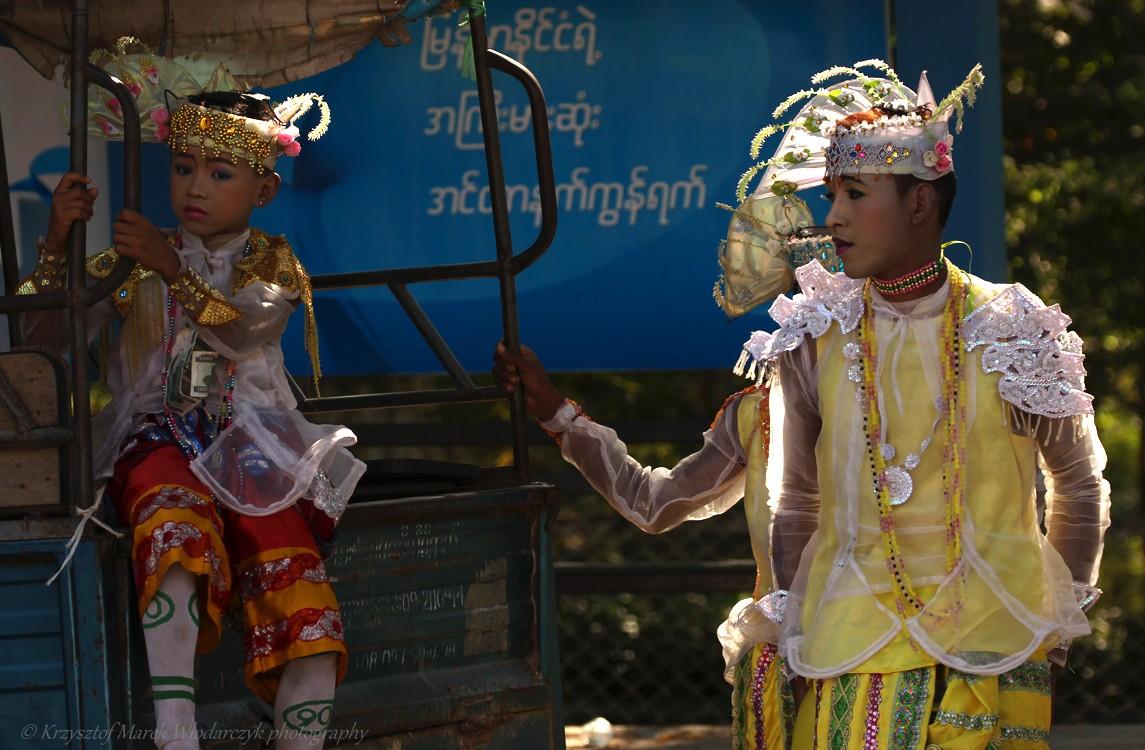 Zdjęcia: Sagaing, Sagaing, Shinbyu w Yaza Mani Sula Kaunghmudaw (znanej też pod nazwą Pagoda Kaunghmudaw) w Sagaing, MYANMAR