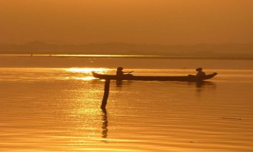 Zdjęcie MYANMAR / Amarapura / Jezioro / Łodzie o zachodzie III