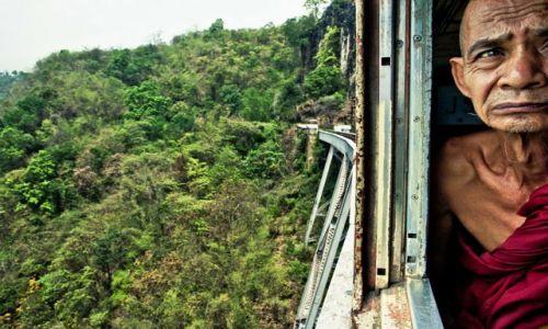 Zdjecie MYANMAR / - / Trasa kolejowa Pyin U Lwin - Lashio, Birma (Myanmar) / W drodze