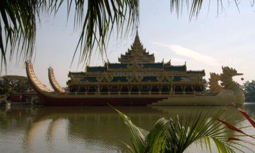 Zdjecie MYANMAR / - / Yangon / Karaweik Hall