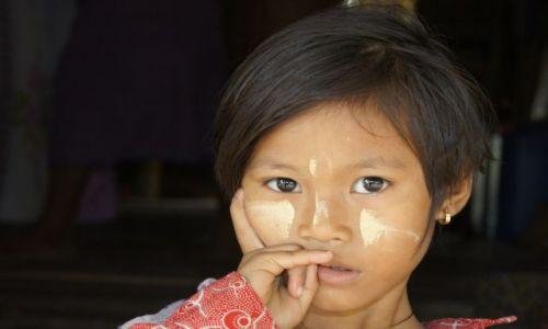 Zdjęcie MYANMAR / Birma / Chaungtha Beach / MAŁA BIRMANECZKA