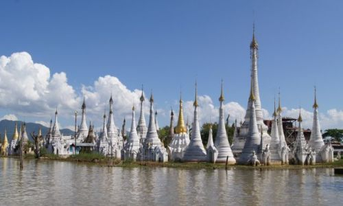 Zdjęcie MYANMAR / BIRMA / INLE LAKE / STUPY