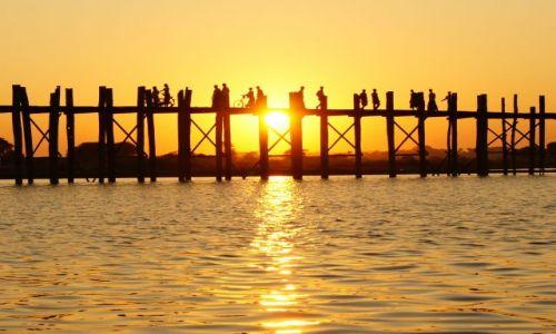 Zdjęcie MYANMAR / BIRMA / MANDALAY / MOSTEK-ZACHOD SŁOŃCA